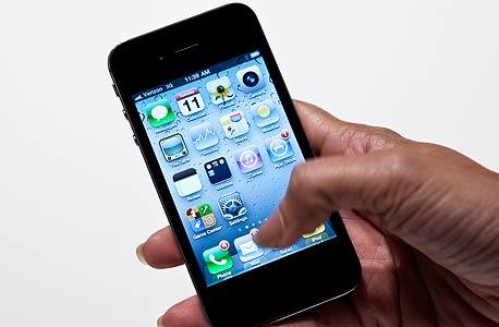 אייפון 4. לא 4S, לא 5 - רק 4. מספיק טוב לאמריקאים