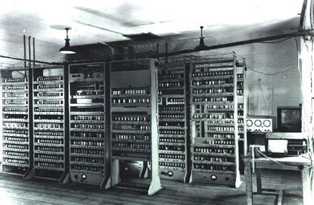 ה-EDSAC. עזר לגלות את ה-DNA
