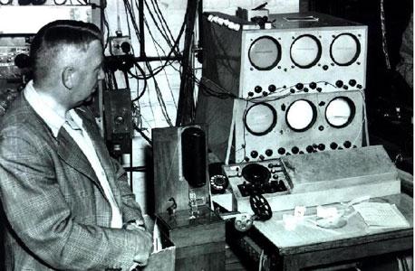 לוח הבקרה של ה-EDSAC