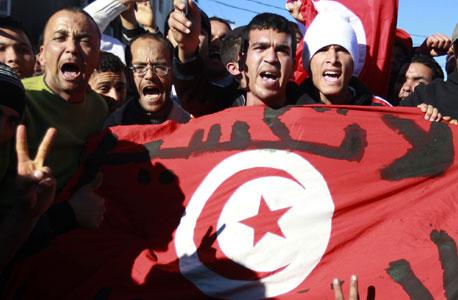"""תוניסיה, 2011. """"המצב לא נרגע כי אנשים לא יכולים להשיג אוכל""""תוניסיה ש"""