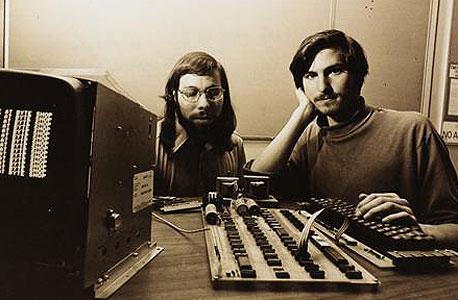 מימין לשמאל: סטיב ג'ובס וסטיב ווזניאק ב-1976