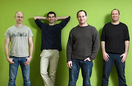 """מייסדי סנאפטו (מימין): מיכה ברדיצ'טסקי, ליאור טל, רן מקבי וברק נוה. """"לגרום לשוק האינטרנט הסלולרי לגדול לכמה מיליארדים"""""""