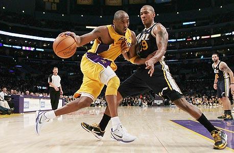 קובי בראיינט מלייקרס. ה-NBA, לעומת ה-NFL וה-MLB, שולית. רק 6% מהאמריקאים בחרו בכדורסל כספורט האהוב עליהם, צילום: MCT