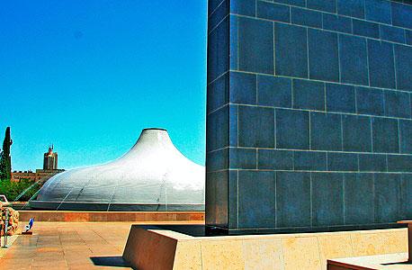 היכל הספר, ירושלים (צילום: תמרה, ויקיפדיה העברית)