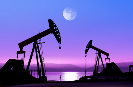 קידוח נפט. גם רזרבות הנפט עומדות כעת ברמת שיא