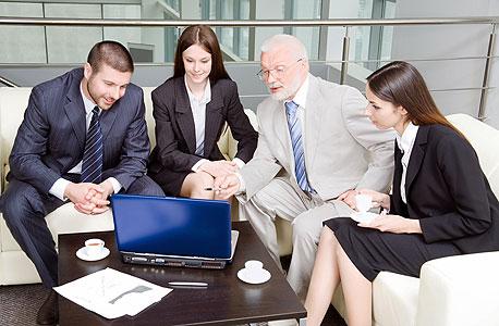 פגישות שאינכם חייבים להשתתף בהן - בזבוז זמן, צילום: shutterstock