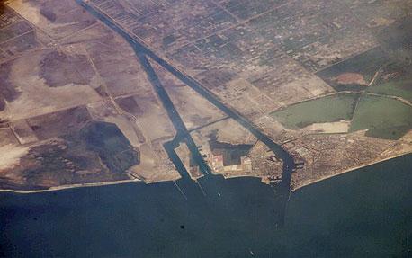 תעלת סואץ. עגינת אוניות המטען בנמלי מצרים משובשת מתחילת המהומות. הגעת המטענים לישראל מתעכבת
