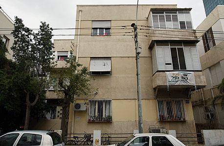 אחד העם 62. הבניין ייהרס ויוסב למגורים  , צילום: עמית שעל