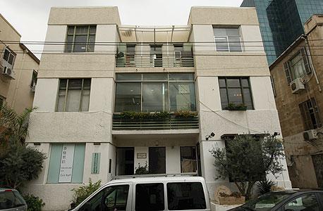 אחד העם 60. הבניין ייהרס ויוסב למגורים , צילום: עמית שעל