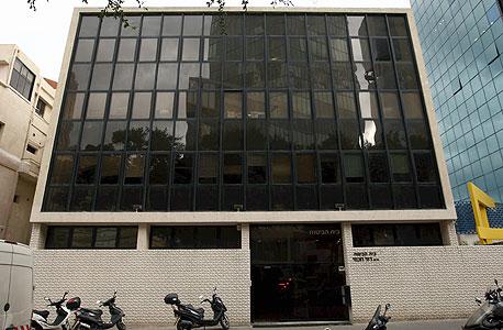 רוטשילד 39. המבנה ייהרס ובמקומו ייבנה מגדל משרדים בן 40 קומות , צילום: עמית שעל