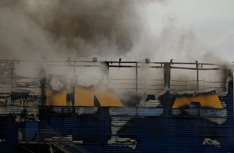 סניף איקאה עולה בלהבות, היום, צילום: עמית שעל