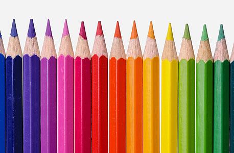 איך יודעים שכל בני האדם רואים את אותם צבעים