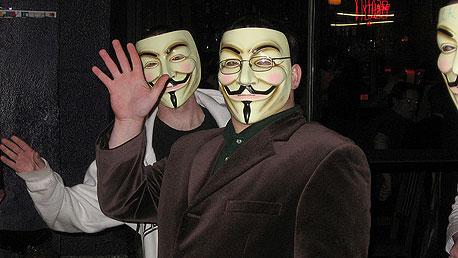 עושים רעש, לא נזק. פעילי אנונימוס בהפגנה