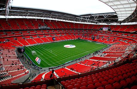 וומבלי מבפנים. במקרה של וומבלי מכירת הכרטיסים היא חשובה במיוחד, כיוון שלפי ההסכמים שחתמה ההתאחדות עם הממשל הבריטי, אסור למכור את שם האצטדיון או לעשות בו שימוש במשחקי ליגה