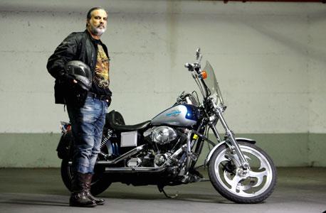 אלי לוי והאופנוע