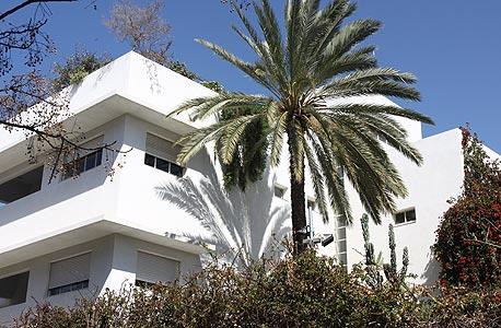 """הבית המוצע למכירה. 12-15 אלף דולר למ""""ר"""