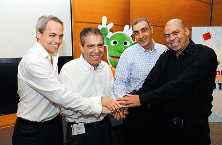 מימין שלומי אלפיה, ציון בלס, אייל מליס וארן אלסנר בחברת קישקשתא, צילום: ישראל מלובני