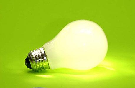 שימוש בנורות חסכוניות יכול להביא לחיסכון של עד 50% בצריכת החשמל
