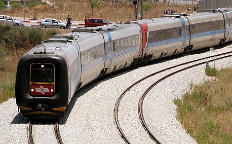"""הראל: """"הירוקים נגד רכבת חשמלית"""", צילום: אלכס קולומויסקי"""
