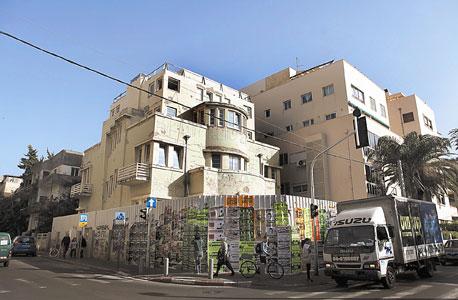 """הבניין שיועד להקמת סניף הדגל של בנק הפועלים בת""""א"""