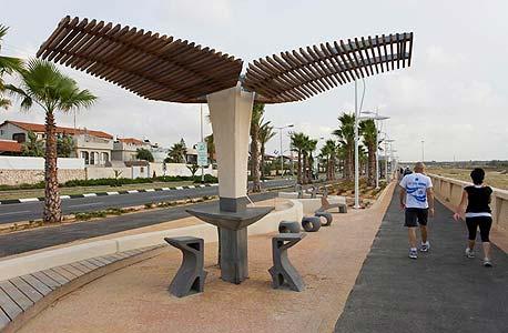ריהוט רחוב של אקרשטיין בטיילת הספורט באשדוד