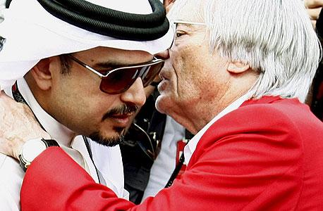 """ברני אקלסטון יו""""ר הפורמולה 1, עם נסיך בחריין סלמן בין חמאד"""