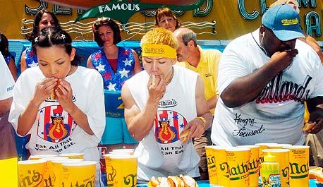 תחרות אכילת נקניקיות ביום העצמאות האמריקאי, צילום: אי פי איי