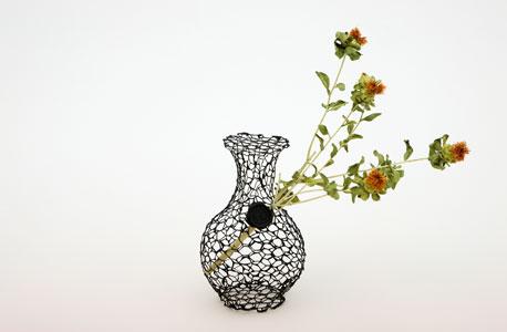 אגרטל לפרחים נבולים. מכינים בעזרת פלייר ורשת לתרנגולות, צילום: Sheri Avraham