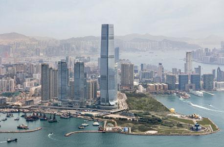 מלונות בהונג קונג.  נהוג להשאיר טיפ של 10 דולר לסבל שסוחב את המזוודות
