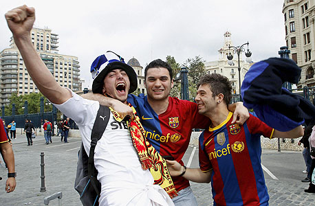 אוהדי ברצלונה וריאל מדריד. עוקבים