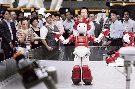 """רובוט של היטאצ'י. """"מעמידים פנים שהם בן אדם אמיתי"""""""