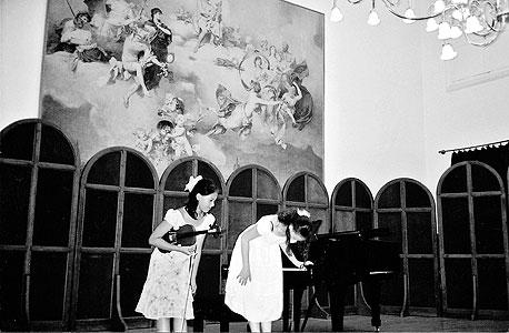 לולו וסופיה על הבמה באקדמיה על שם ליסט בבודפשט 2008