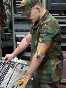 שתל זרוע רובוטית שפותח עבור הצבא האמריקאי. פועלת כמו יד רגילה