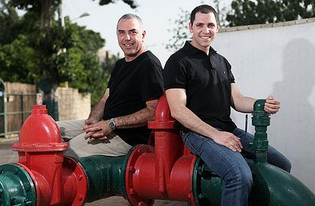 """מנכ""""ל טקדו אמיר פלג (משמאל) והסמנכ""""ל גיא הורביץ"""