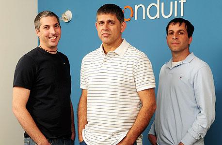 מימין: דרור ארז ממייסדי קונדואיט, רונן שילה ממייסדי קונדואיט וגבי בילציק ממייסדי קונדו