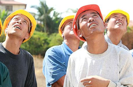 דרעי האריך שוב בחצי שנה את אשרת העבודה ל-3,000 עובדי בניין מסין