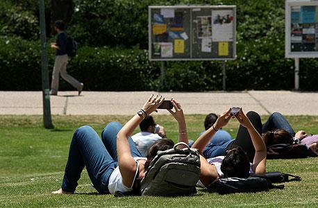 סטודנטים בתל אביב. העיר מובילה במחירים