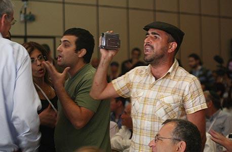 מפריעים לנאום שטייניץ, צילום: עמית שעל