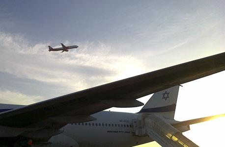 """מטוס של אל על ששב לנתב""""ג מניו יורק בשל בעיה בכן הנחיתה, צילום: יסמין גיל"""