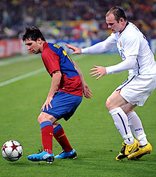 וויין רוני נגד ליאו מסי. 26 - 21 לאנגליות במפגשי ליגת האלופות מאז 2005
