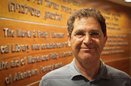 """פרופ' ויקטור לביא: """"פתיחת אזורי הרישום בתל אביב שיפרה את הישגי התלמידים. הקונצנזוס בין כלכלנים הוא שעצם זה שלתלמידים יש בחירה, זה טוב"""""""