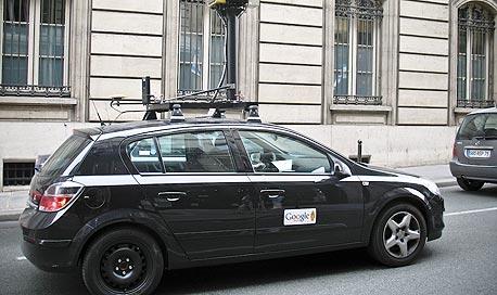 יודעים עליך הכל, לארי! רכב צילום של גוגל ברחובות פריז