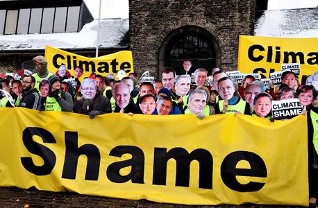 הפגנת אוואז בקופנהגן נגד ההתחממות הגלובלית, דצמבר 2009. כל אחד מהמנהיגים קיבל עשרות שיחות טלפון אישיות