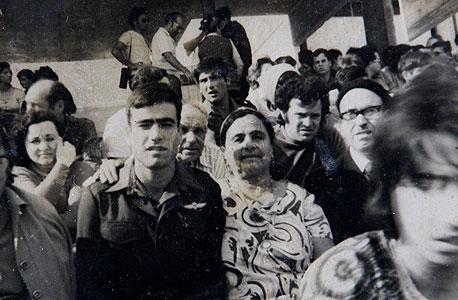 """1973. יום טוב סמיה ואימו ר'אליה בביקור הורים בקורס צוערים בבה""""ד 1"""