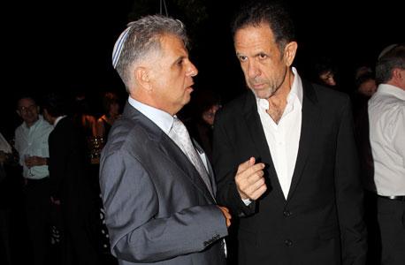 (מימין) יגאל אהובי