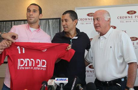 דמארי מוצג בהפועל תל אביב. חתום לחמש שנים, צילום: טל שחר
