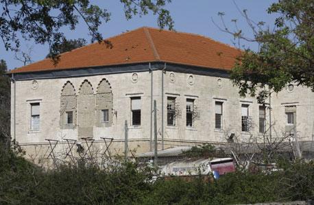"""בניין לשימור במתחם הגדנ""""ע בשכונת עופר"""