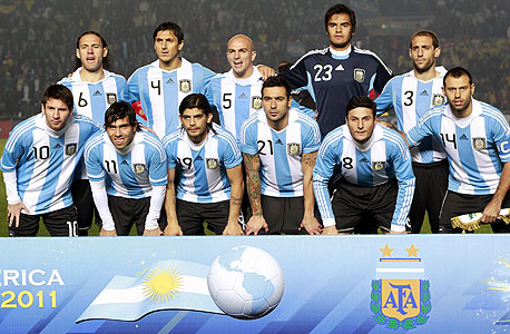 """נבחרת ארגנטינה. יש היום בעיה גדולה בארגנטינה במה שנוגע לגידול שחקנים"""", אמר שחקן העבר ופרשן ההווה דייגו לאטורה. לדבריו, איכות המאמנים בגילי הנוער היא לא מה שהיתה פעם, והדגש בעבודה עם הצעירים מושם כיום בעיקר על הצד הפיזי - בעוד שבעבר העדיפות היתה לדברים אחרים, כמו יכולת קבלת ההחלטות שלהם, צילום: רויטרס"""
