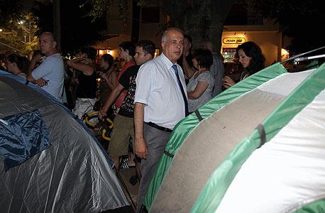 אבי לוזון במאהל. מכבי חיפה מאבדת סבלנות