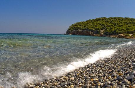 אגיסטרי. חוף נודיסטים וקרבה לפיראוס